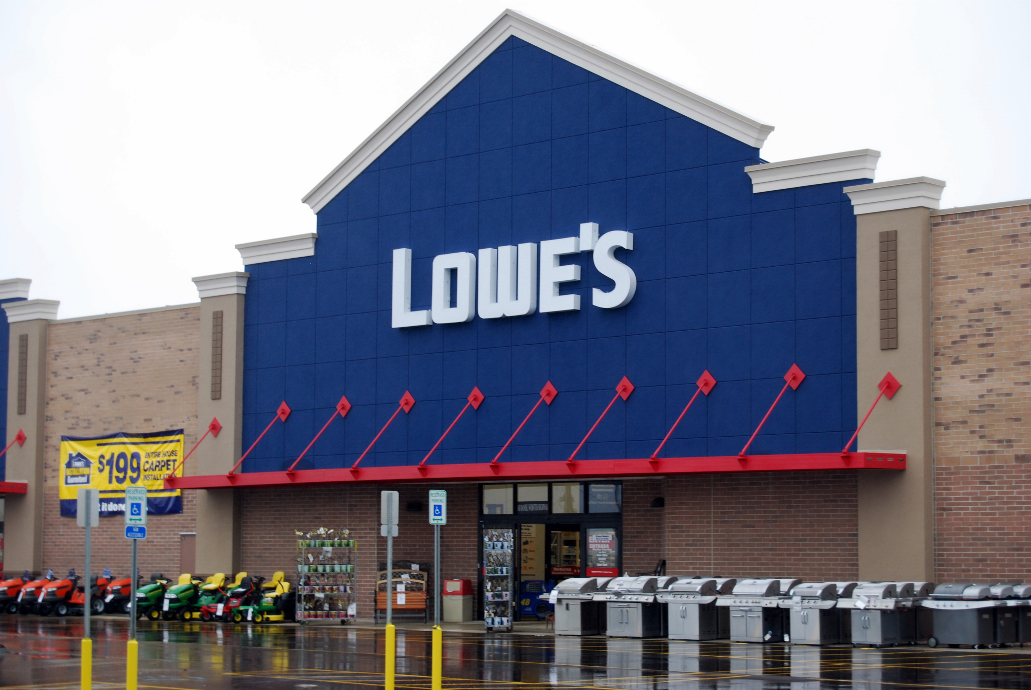Http Getlevelten Com Blog Chris Sloan Social Media World Home Depot Fails And Lowes Succeeds
