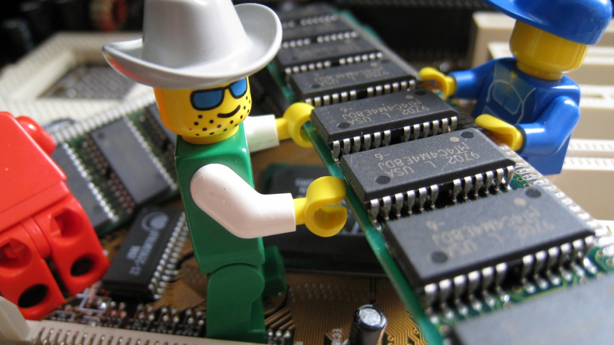 lego men installing ram